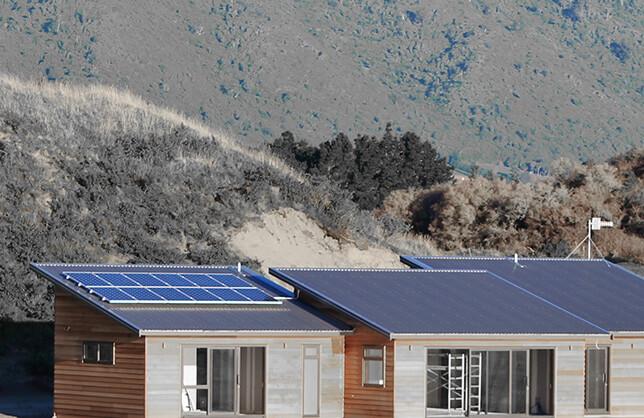 الطاقة الشمسية و التخزين في الانظمة العاملة على الشبكة